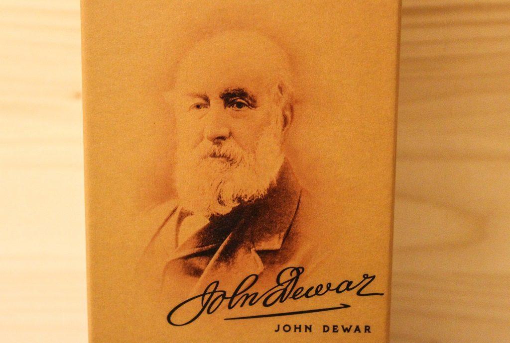 Der Gründer John Dewar auf der Vorderseite der Verpackung des Dewars 12