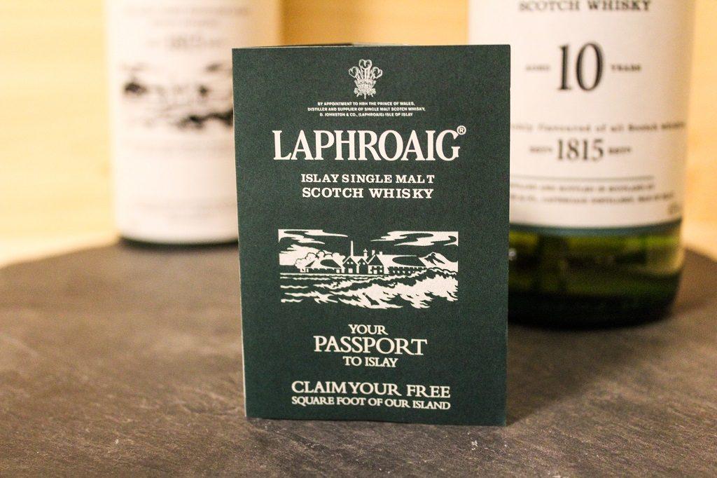 Bei dem Laphroaig 10 mit dabei, der Ausweis nach Islay.