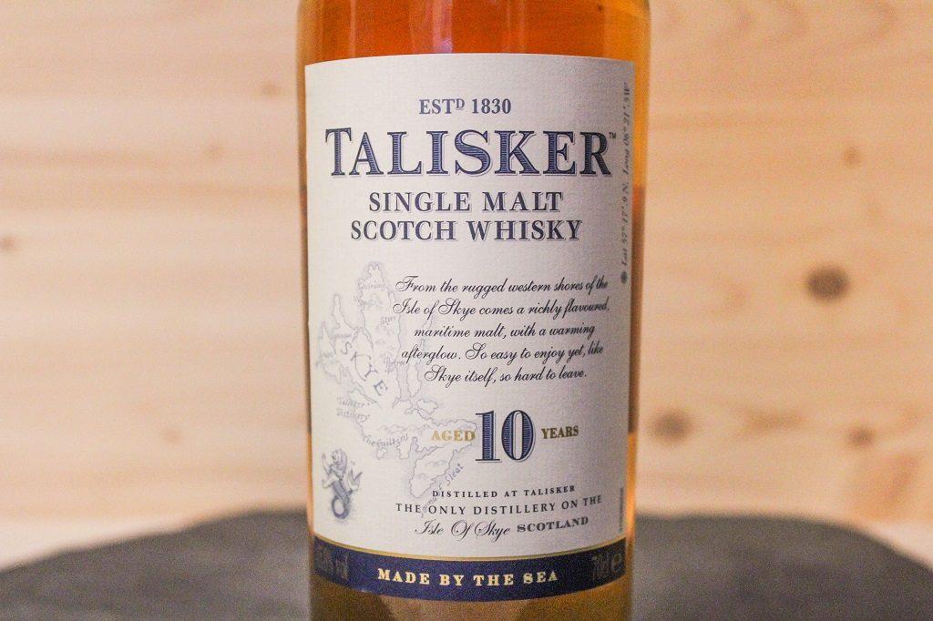 Die Flasche des Talisker 10 mit schönen Details.