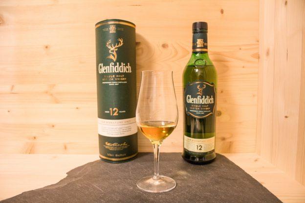 Der Glenfiddich 12 Single Malt Scotch ist ein sehr beliebter Whisky.