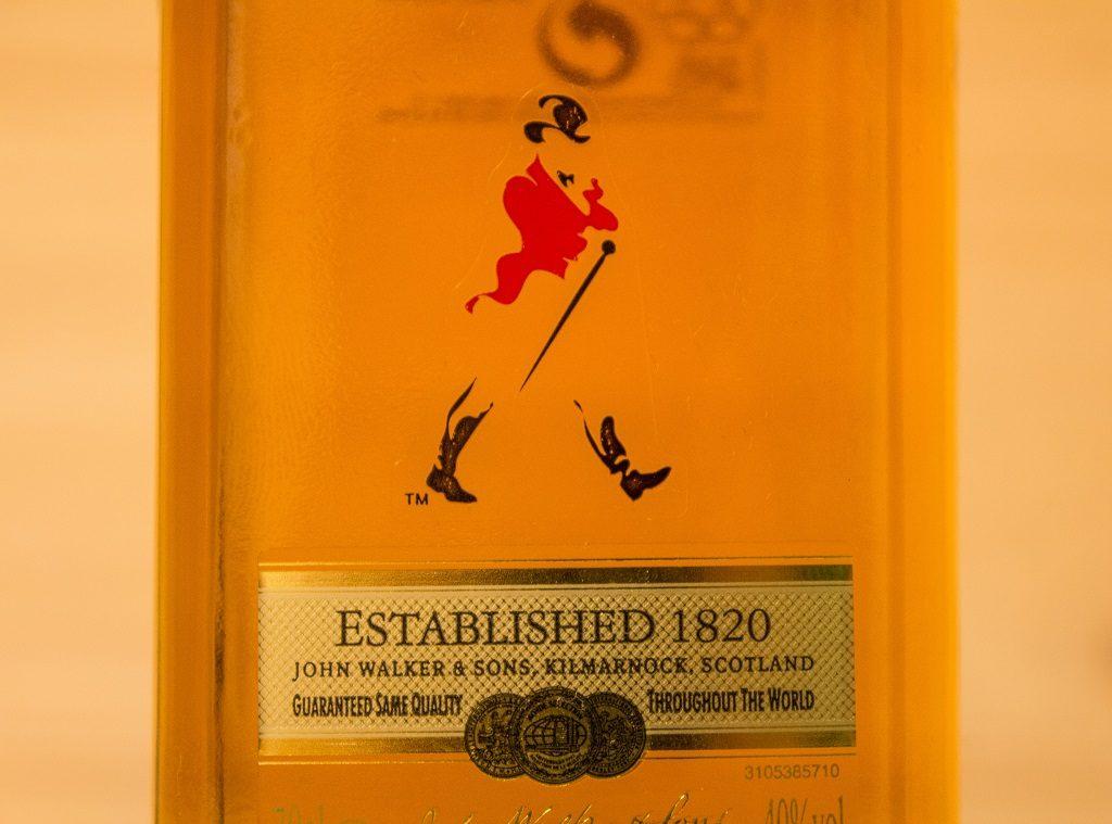 Hier das Logo auf dem Johnnie Walker Red Label.