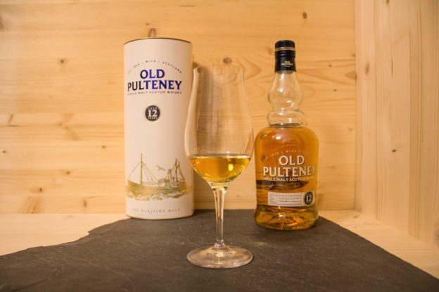Der Old Pulteney 12 der Single Malt Scotch aus Wick in den Highlands.