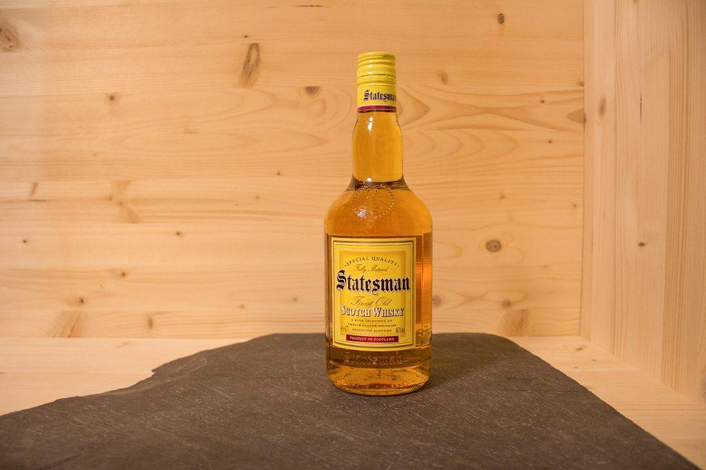 Die einfache Optik des Statesman Blended Scotch von Aldi-Nord.