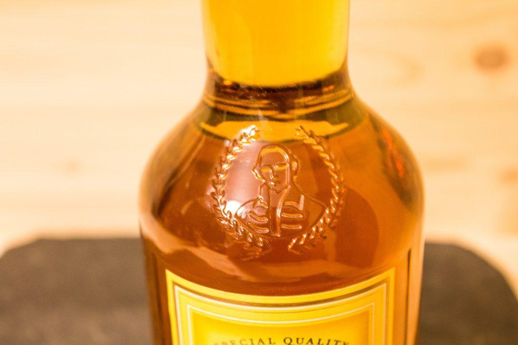 Die Verzierung des Statesman Blended Scotch.