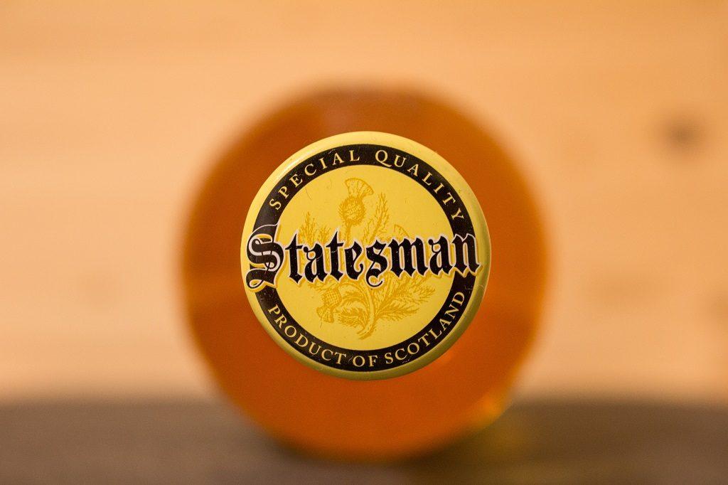 Der Verschluss des Statesman Blended Scotch von Aldi-Nord.