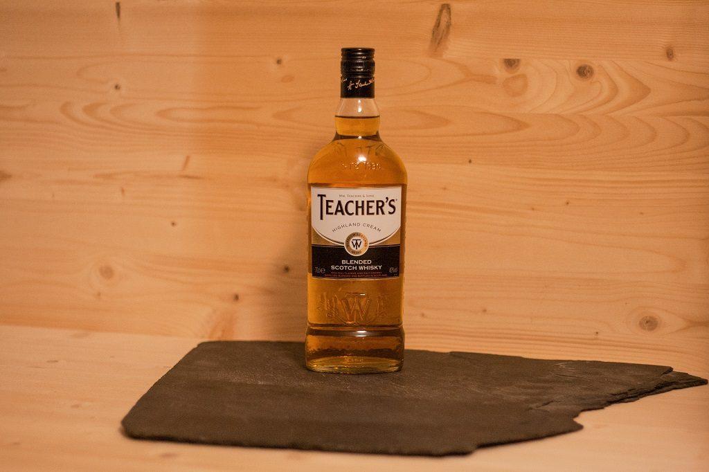 Der Teacher's Highland Cream ist ein doch hochwertiger blended Scotch Whisky in dem niedrig- Preissegment.