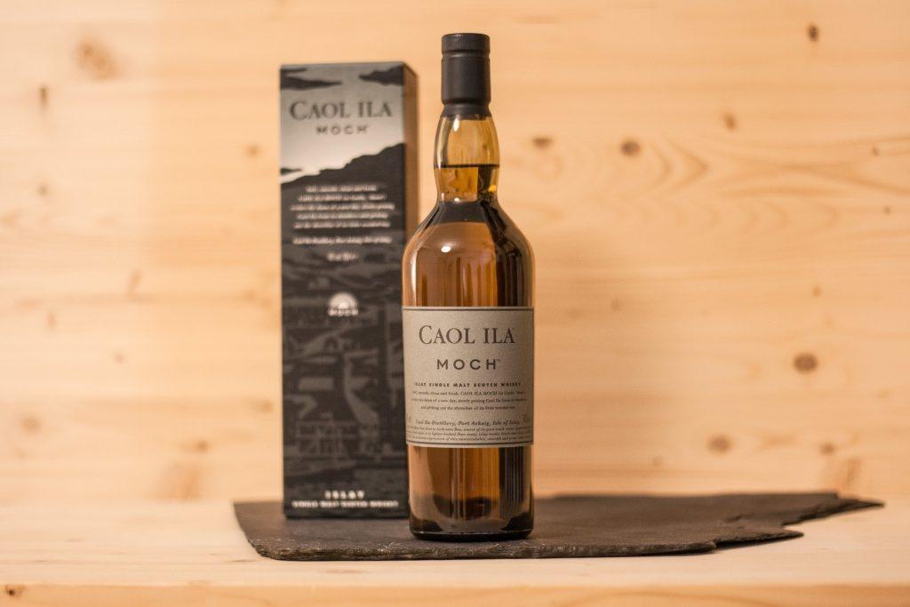 Der Caol Ila Moch ist ein schön, düsterer Whisky mit einer geballten Ladung von Islay.