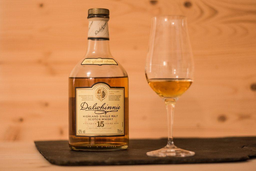 Die unscheinbare Flasche des Dalwhinnie 12, doch der Inhalt kann sich sehen lassen.